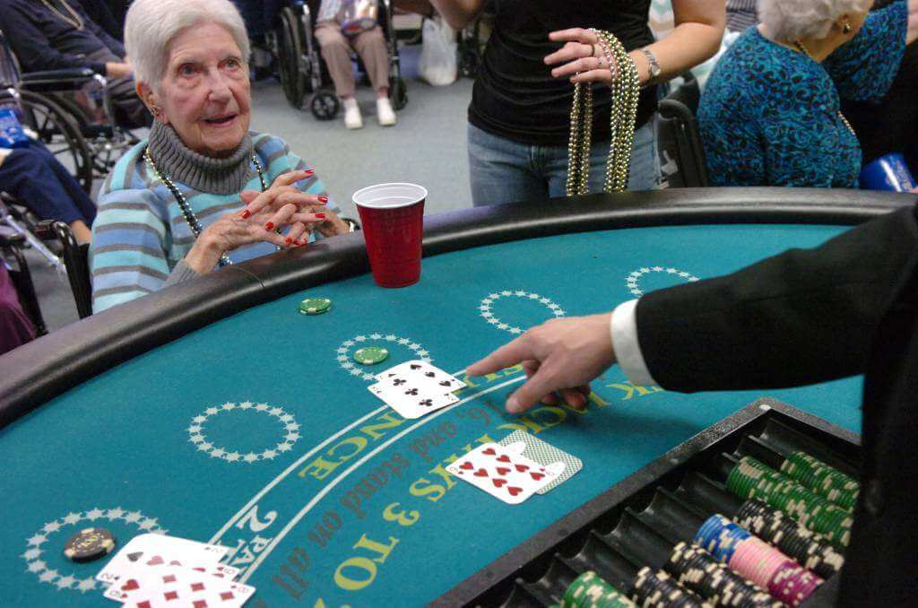 6 Ways To Turn Your House Into A Productive Home Environment: Homemade Decorations And Tips For Casino Party